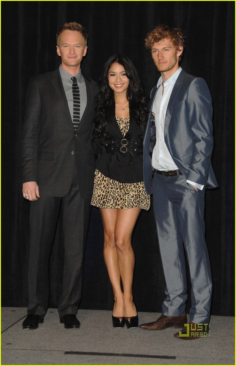 Full Sized Photo of vanessa hudgens - 196.1KB
