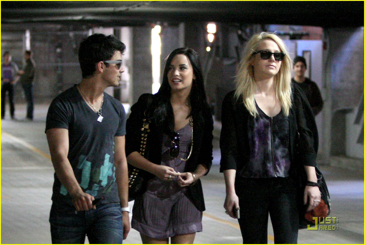 joe jonas and demi lovato dating مشاهدة الفيديو after months of speculation, [artist id=3079280]demi lovato[/artist] is admitting that she's dating joe jonas, her old friend and onscreen love interest in two camp rock movies.