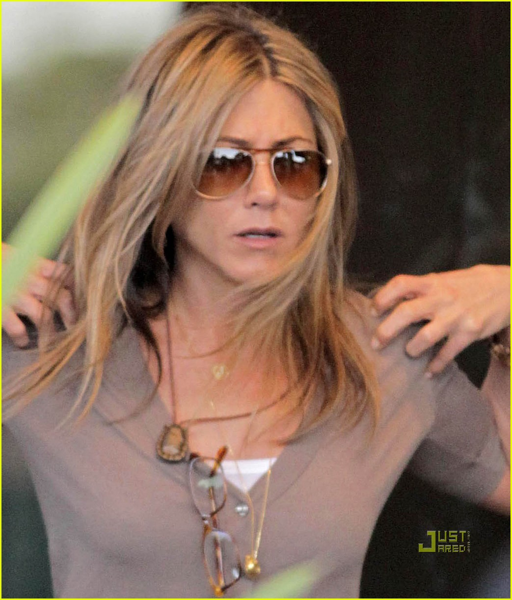 Jennifer Aniston: 'Bounty Hunter' in Theaters Now!