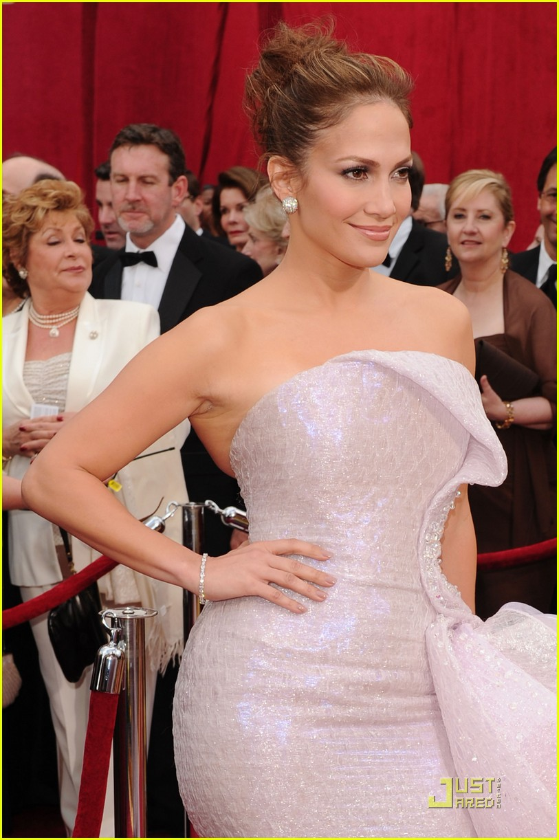 jennifer lopez oscars 2010 red carpet 072432835