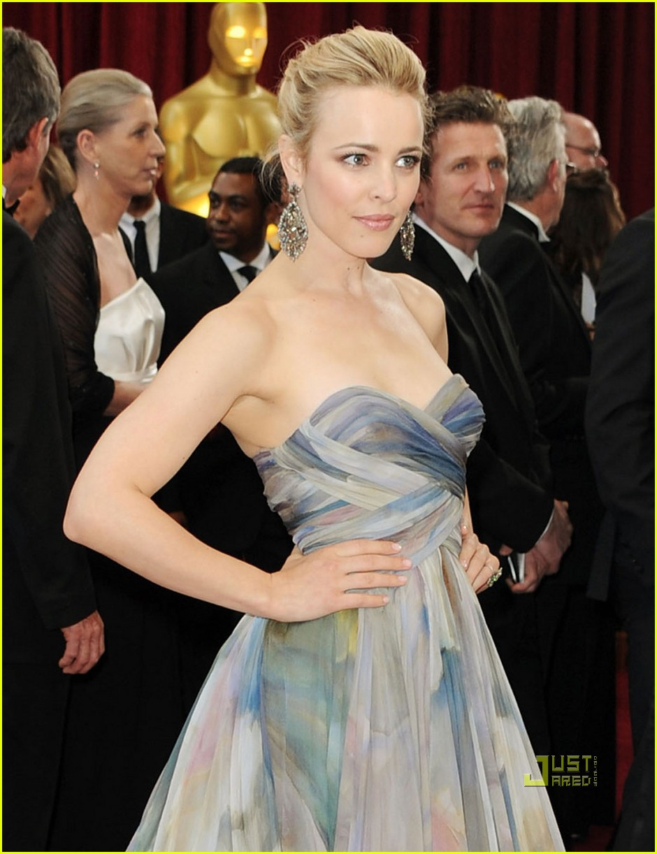 rachel mcadams 2010 oscars red carpet 04