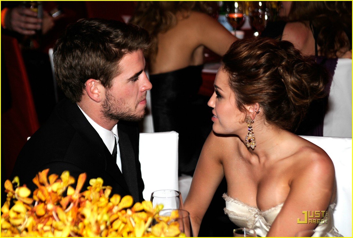 miley cyrus liam hemsworth elton john 012433153