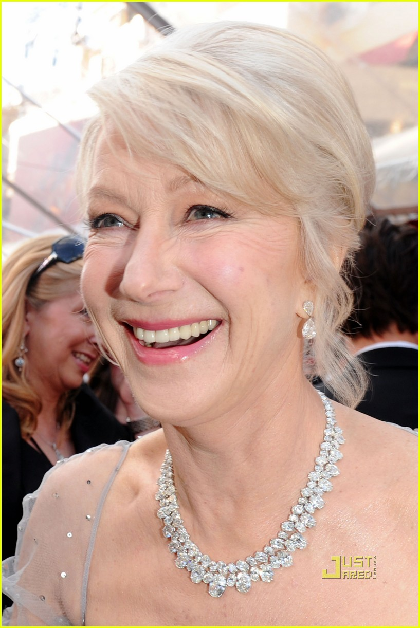 helen mirren 2010 oscars red carpet 01