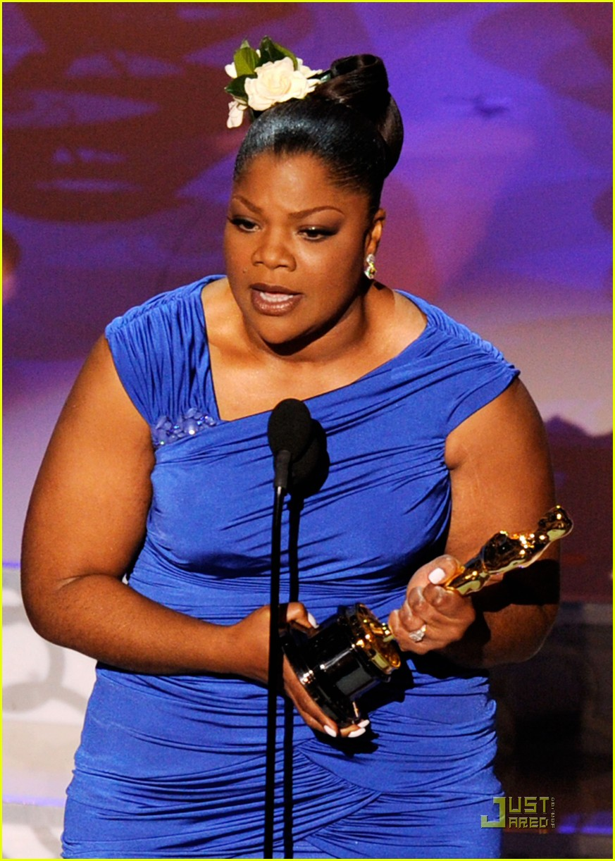 mo nique wins supporting 2010 oscars 08