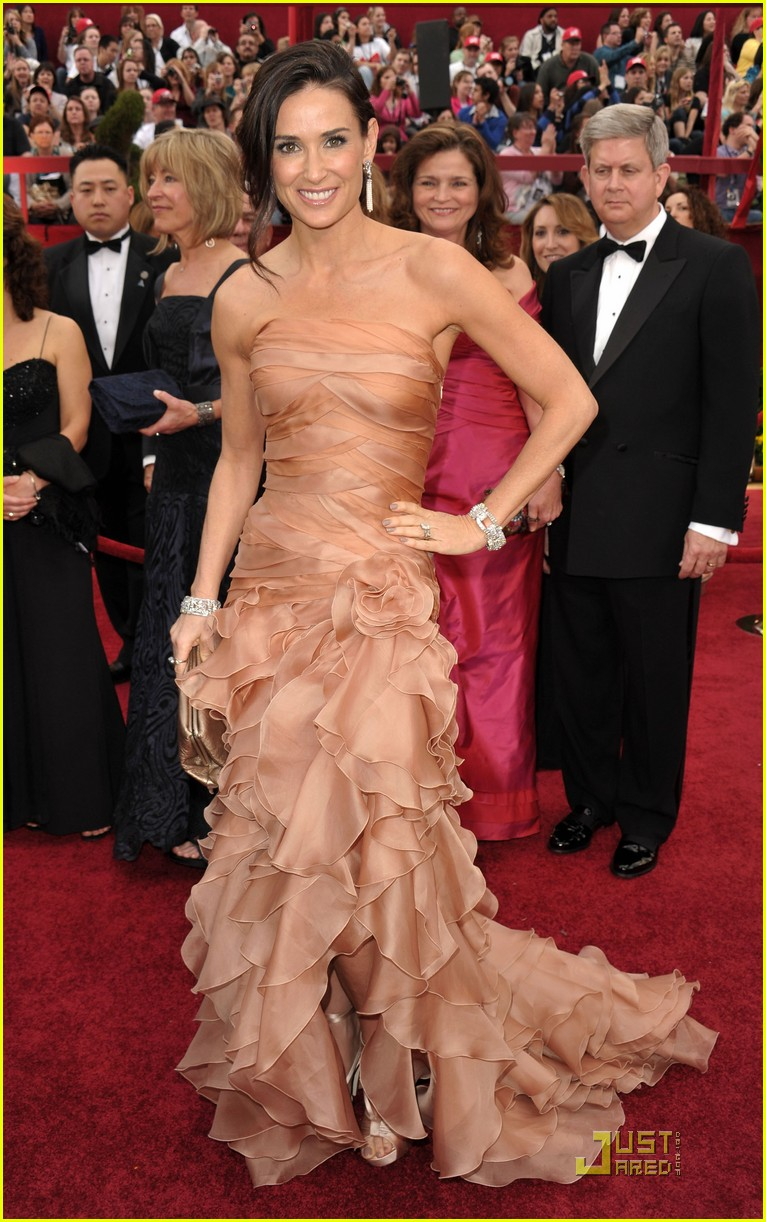 demi moore oscars 2010 red carpet 01