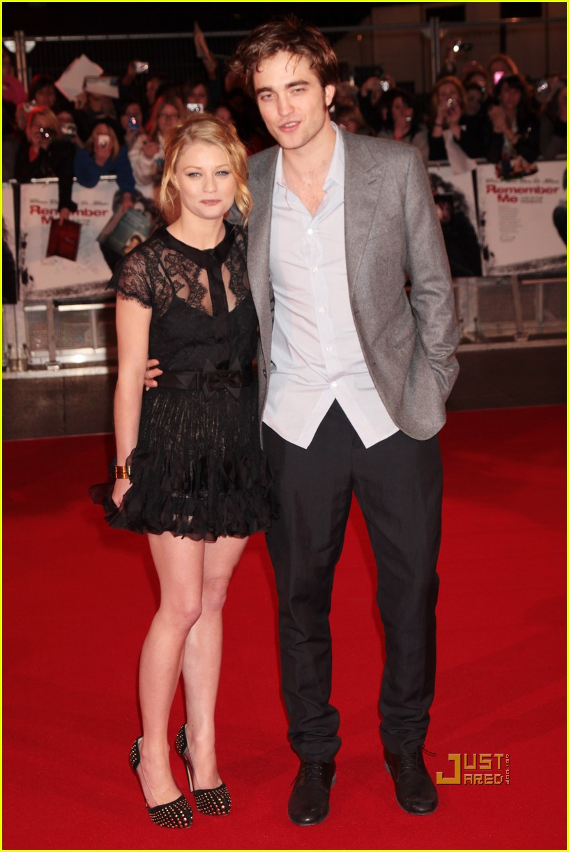 robert pattinson uk premiere remember me emilie de ravin 182435301