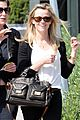 reese witherspoon brentwood tavern 03