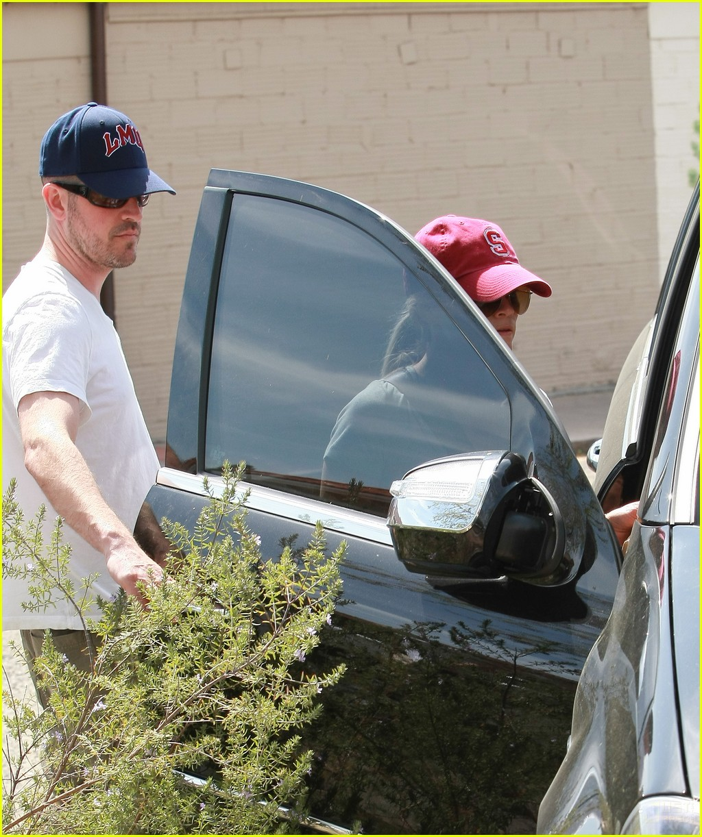 reese witherspoon jim toth holding hands 042436218