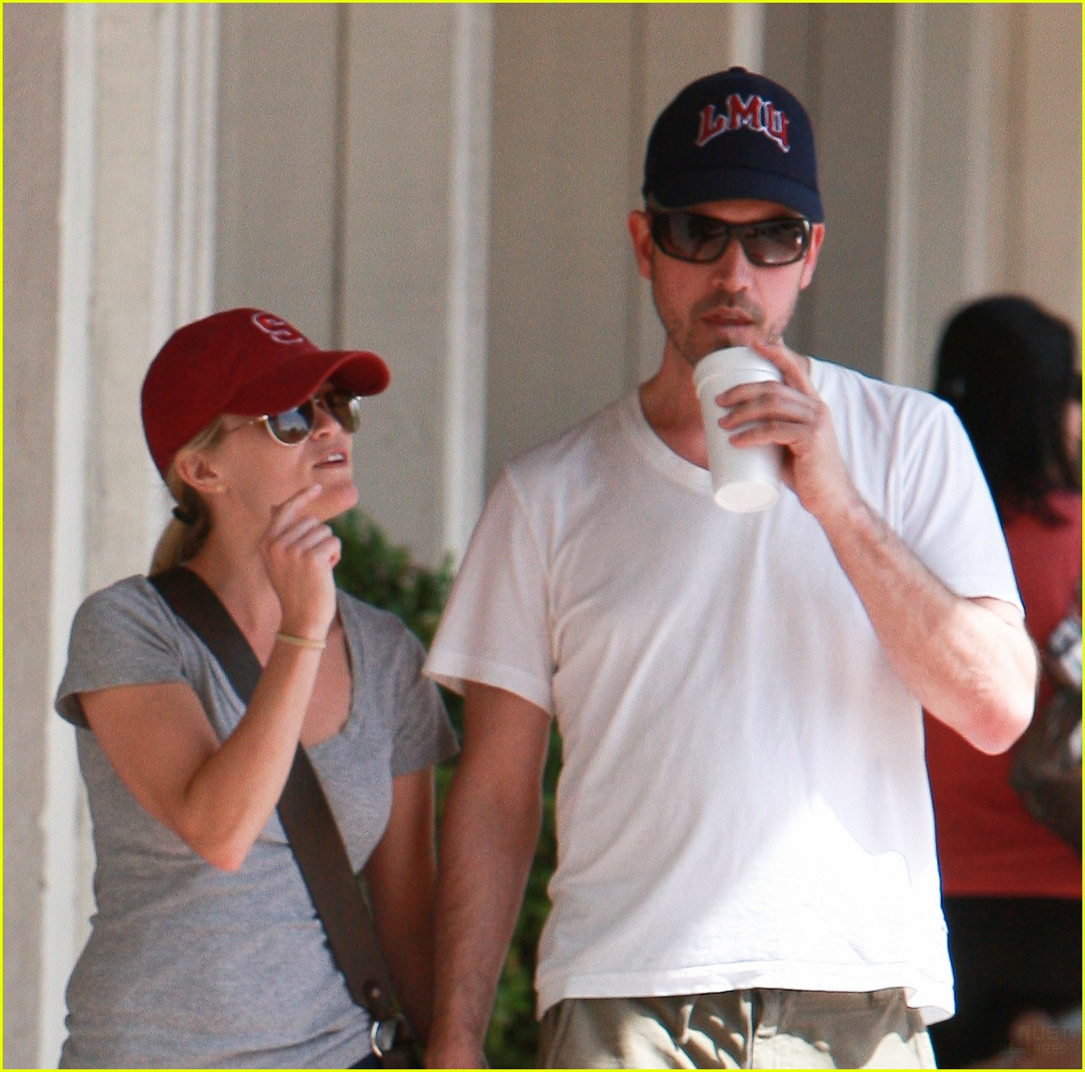 reese witherspoon jim toth holding hands 072436221