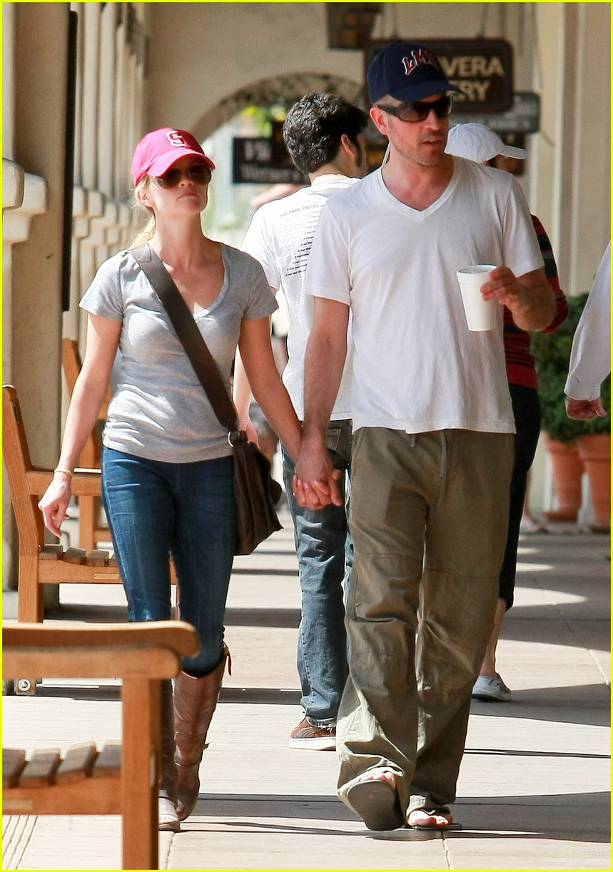 reese witherspoon jim toth holding hands 092436223