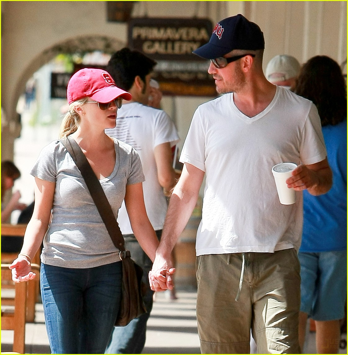 reese witherspoon jim toth holding hands 102436224