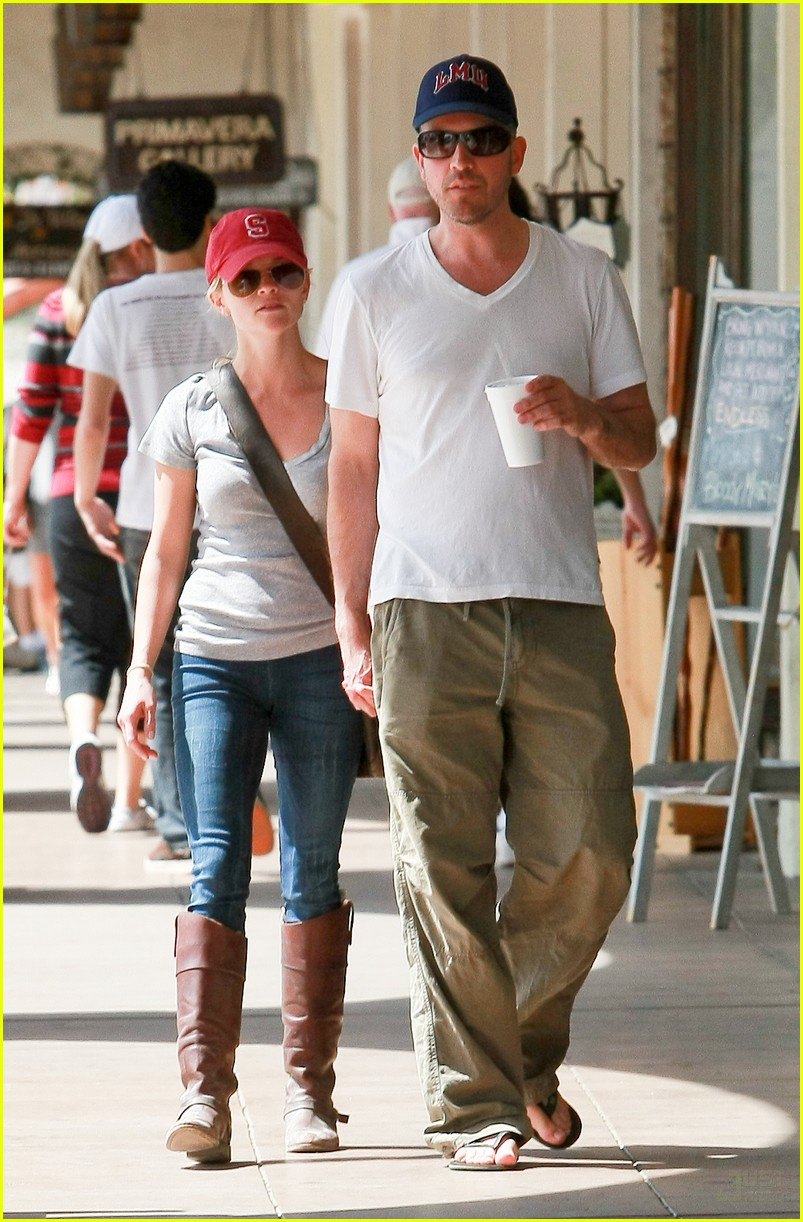 reese witherspoon jim toth holding hands 112436225