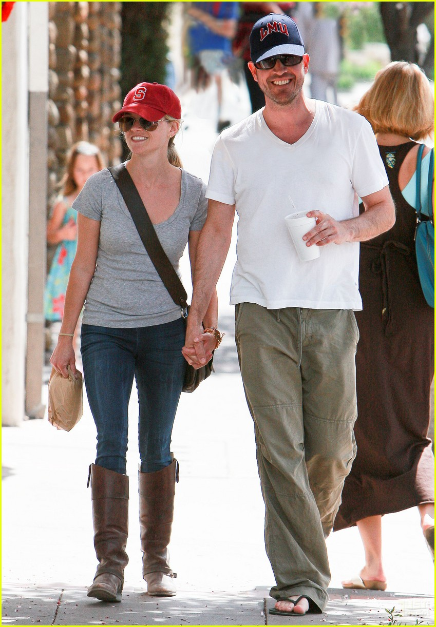 reese witherspoon jim toth holding hands 122436226