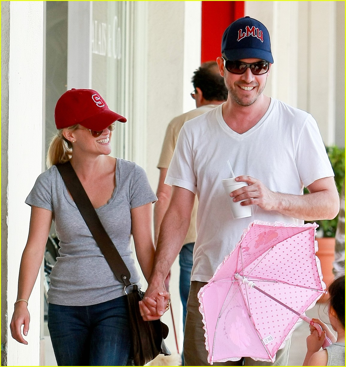 reese witherspoon jim toth holding hands 132436227