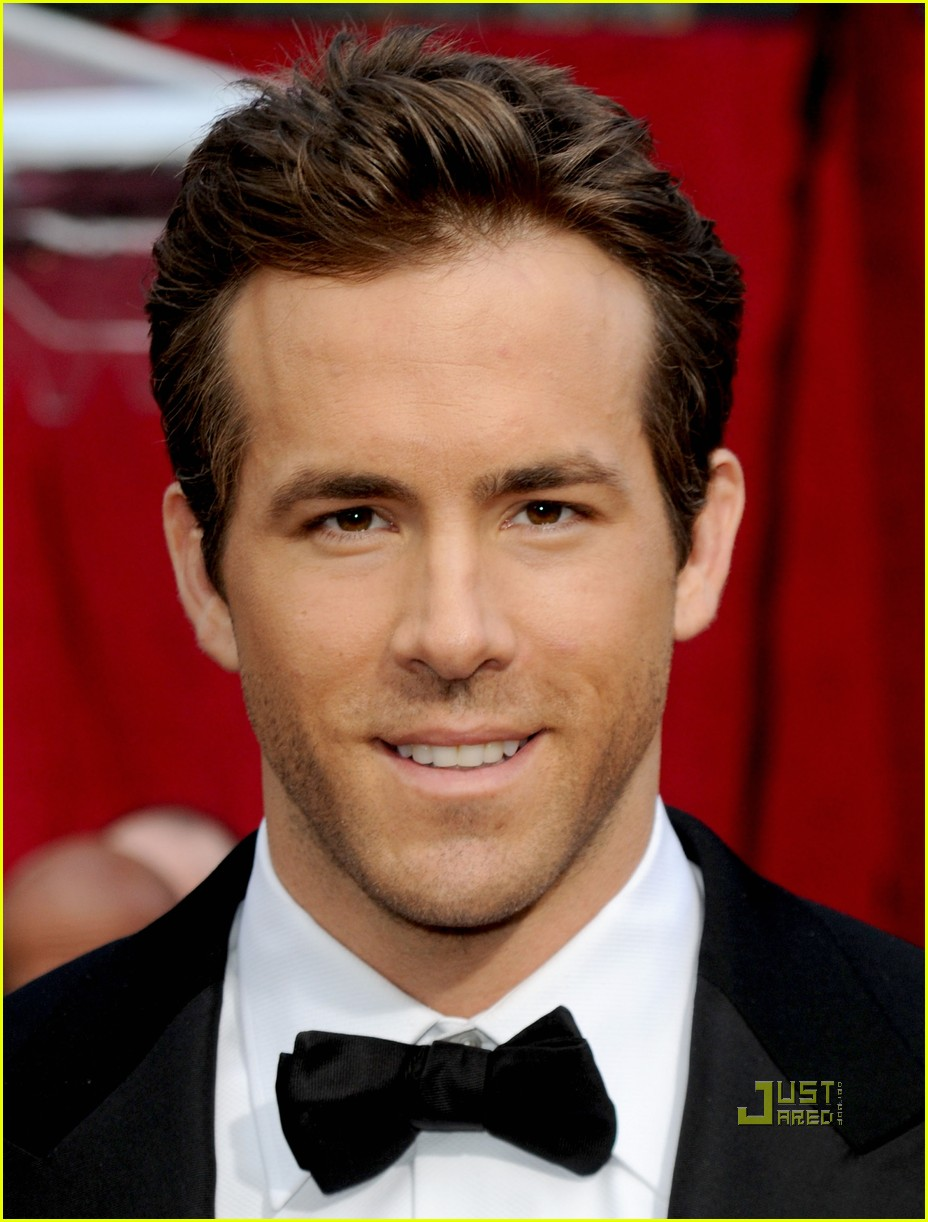 ryan reynolds 2010 oscars red carpet 01