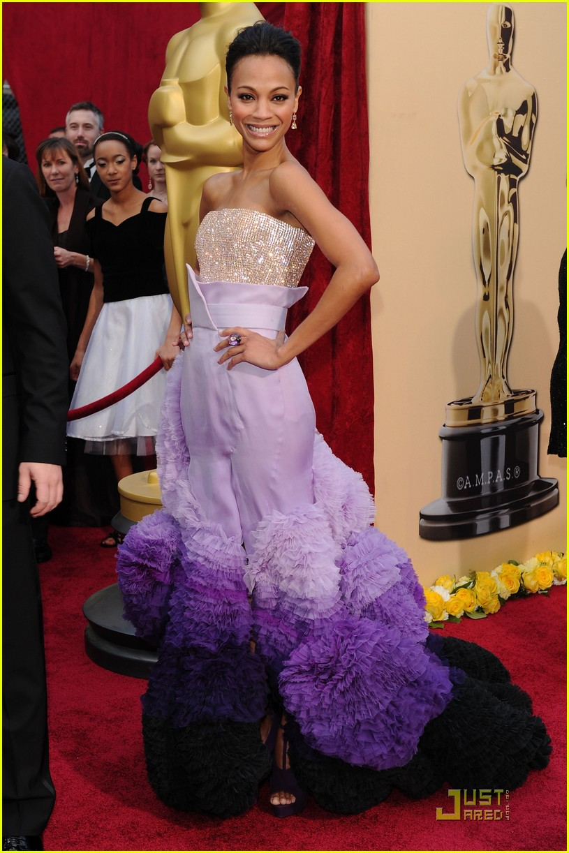 zoe saldana 2010 oscars red carpet 042432713