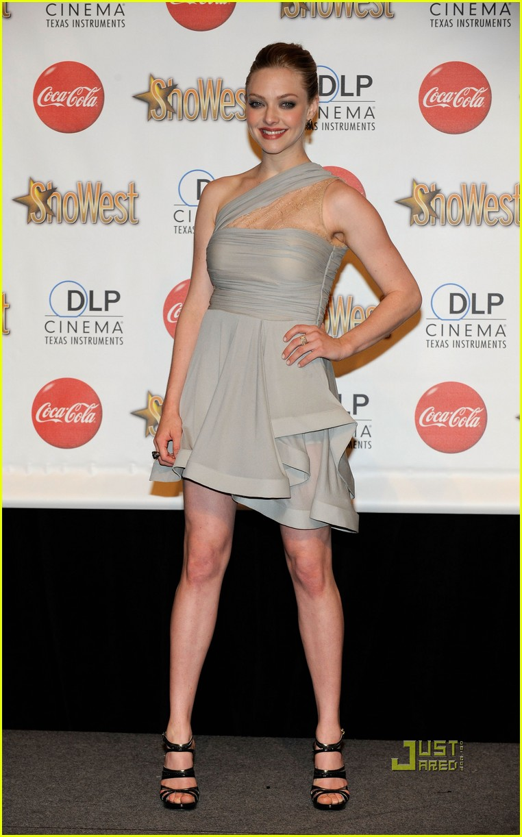 amanda seyfried showest breakthrough female star of the year 082435869