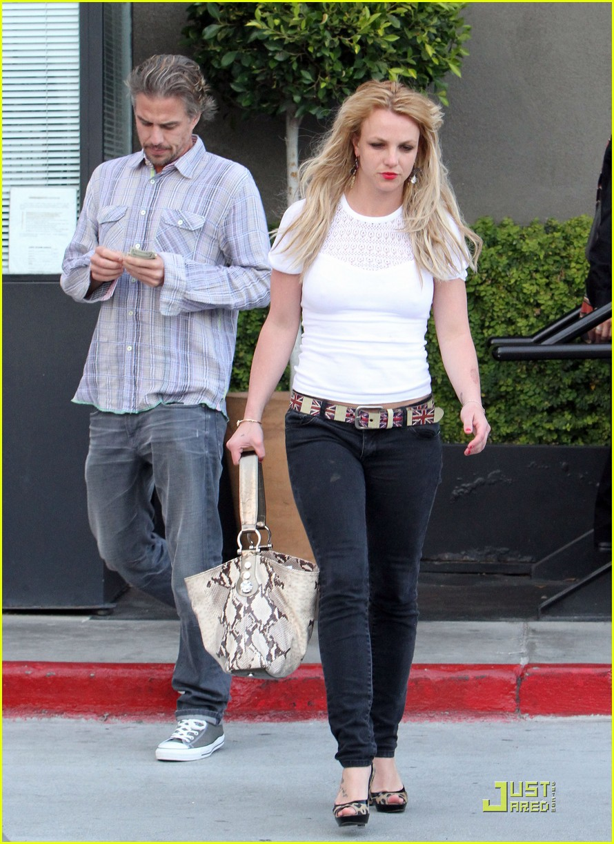 britney spears cigarettes and coffee 072436627