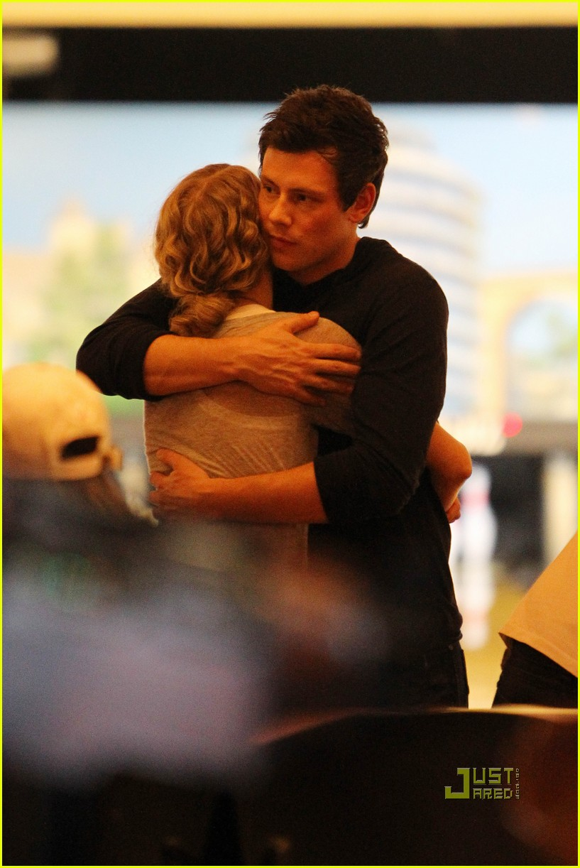 taylor swift cory monteith hug bowling alley 012437008