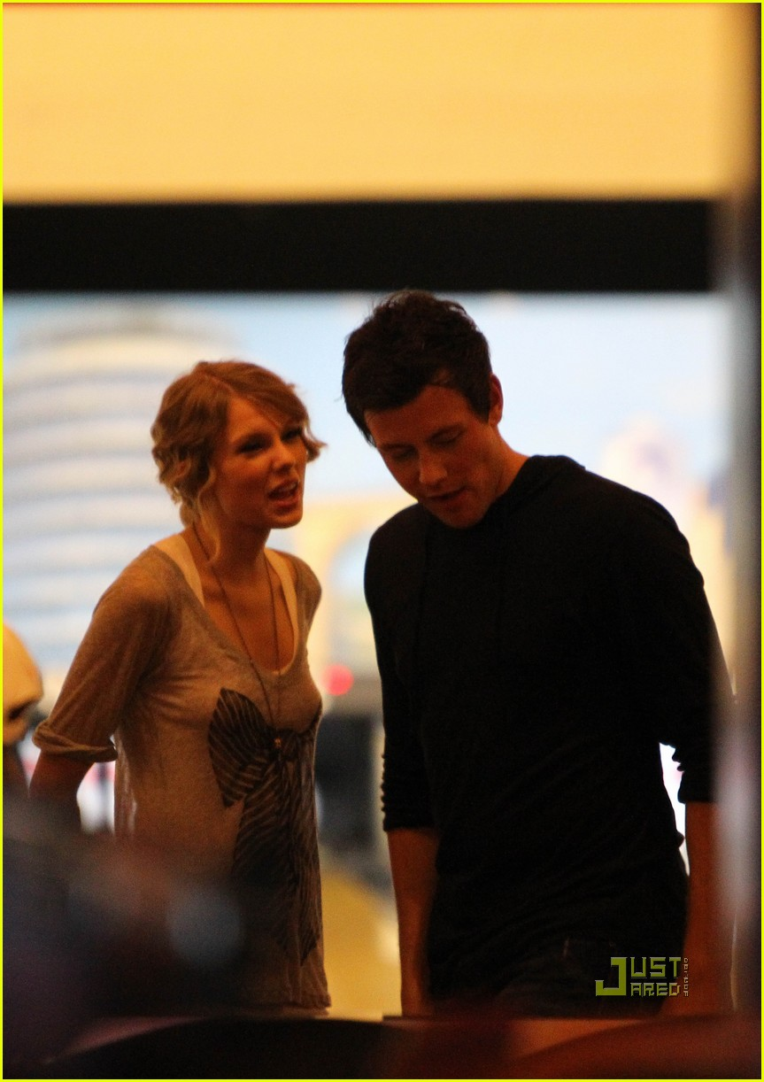 taylor swift cory monteith hug bowling alley 022437009