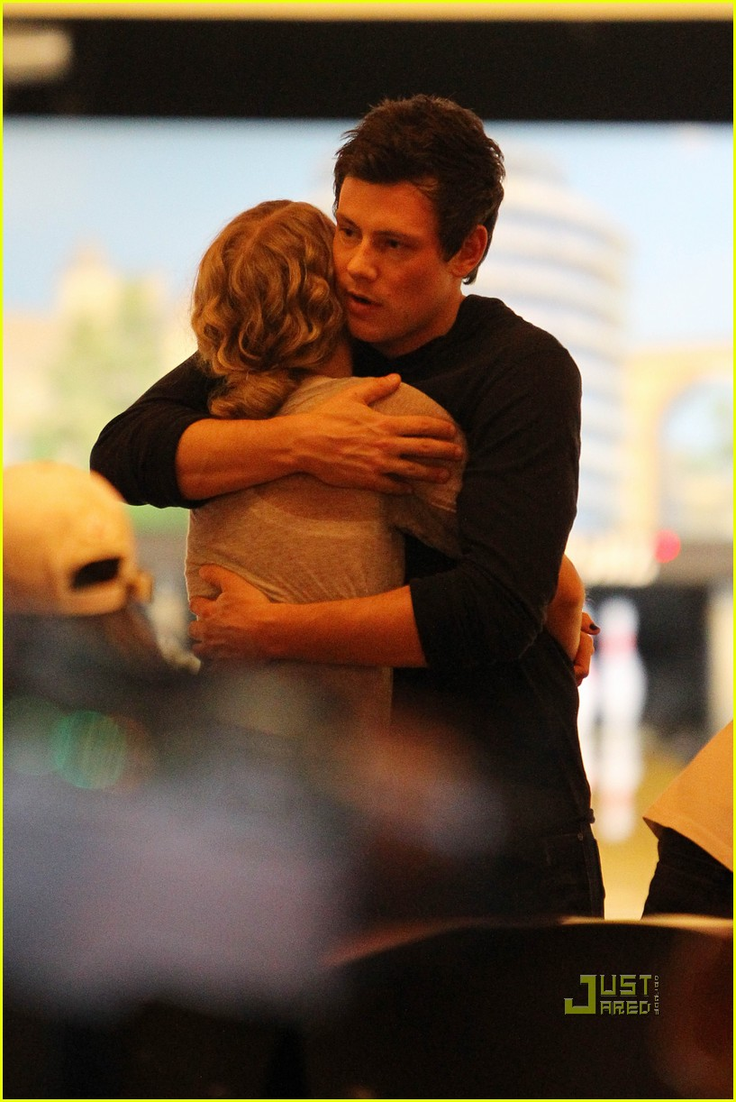 taylor swift cory monteith hug bowling alley 182437025