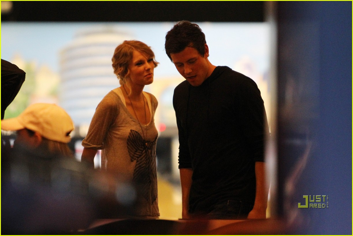 taylor swift cory monteith hug bowling alley 222437029