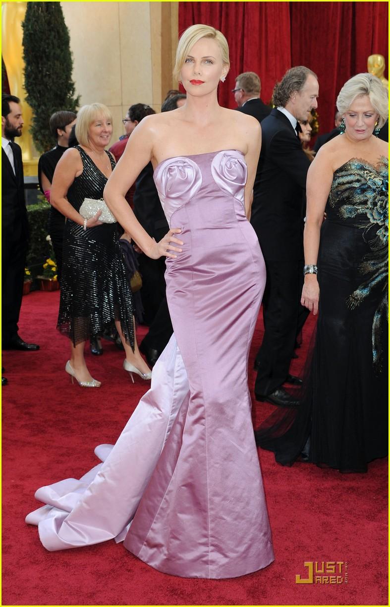1f89d5d5e3 Charlize Theron -- Oscars 2010 Red Carpet  Photo 2432827