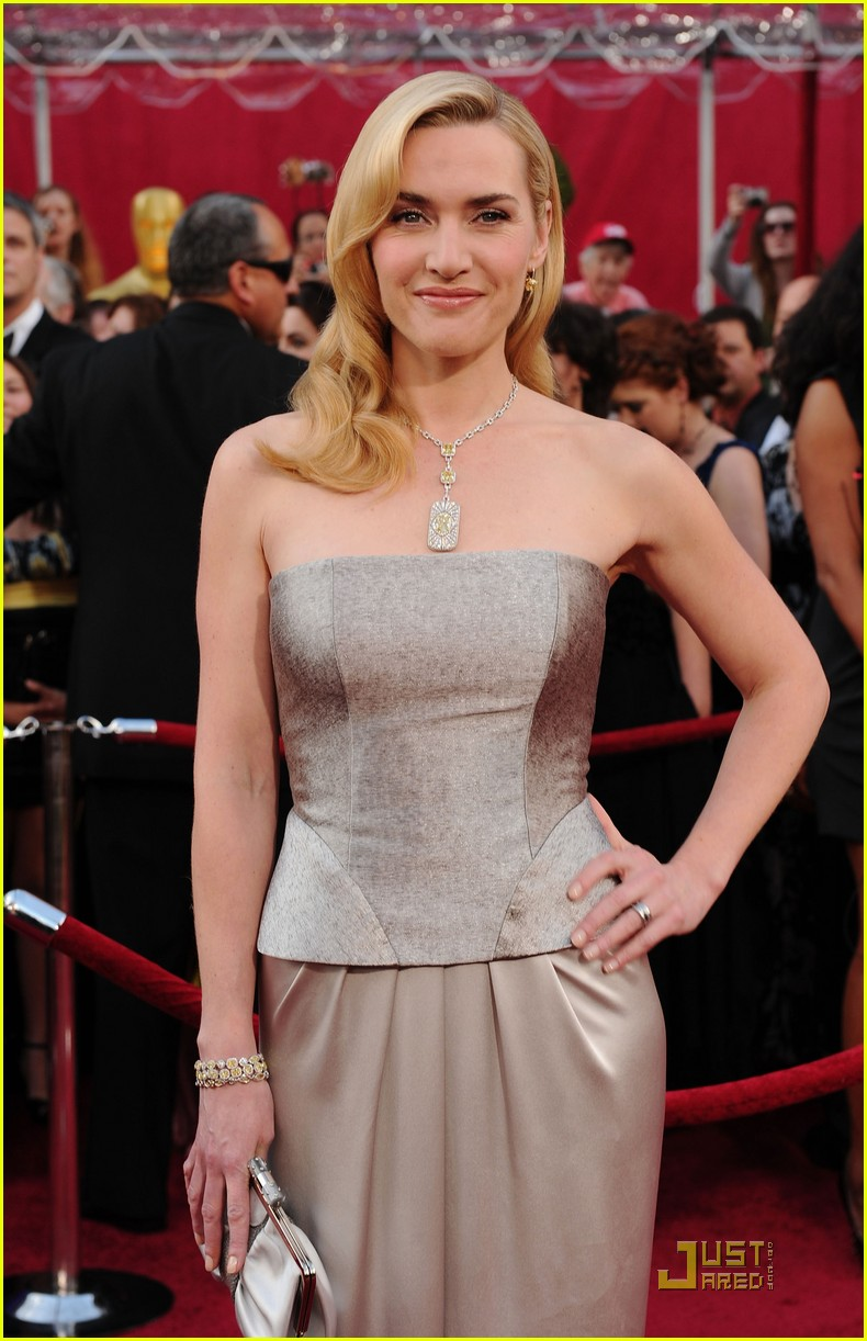 Kate Winslet Oscars 2010 Red Carpet Photo 2432905