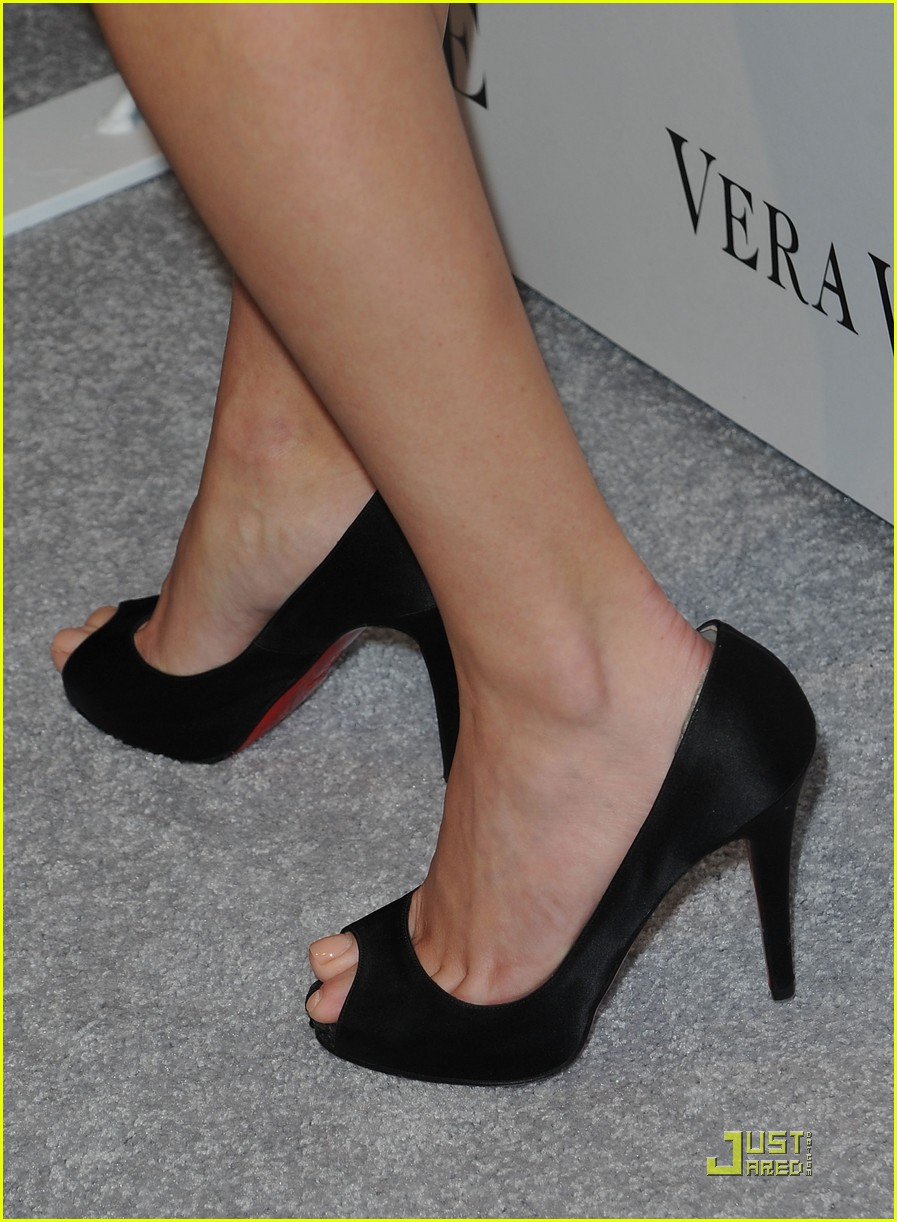 reese witherspoon views vera wang 122431601