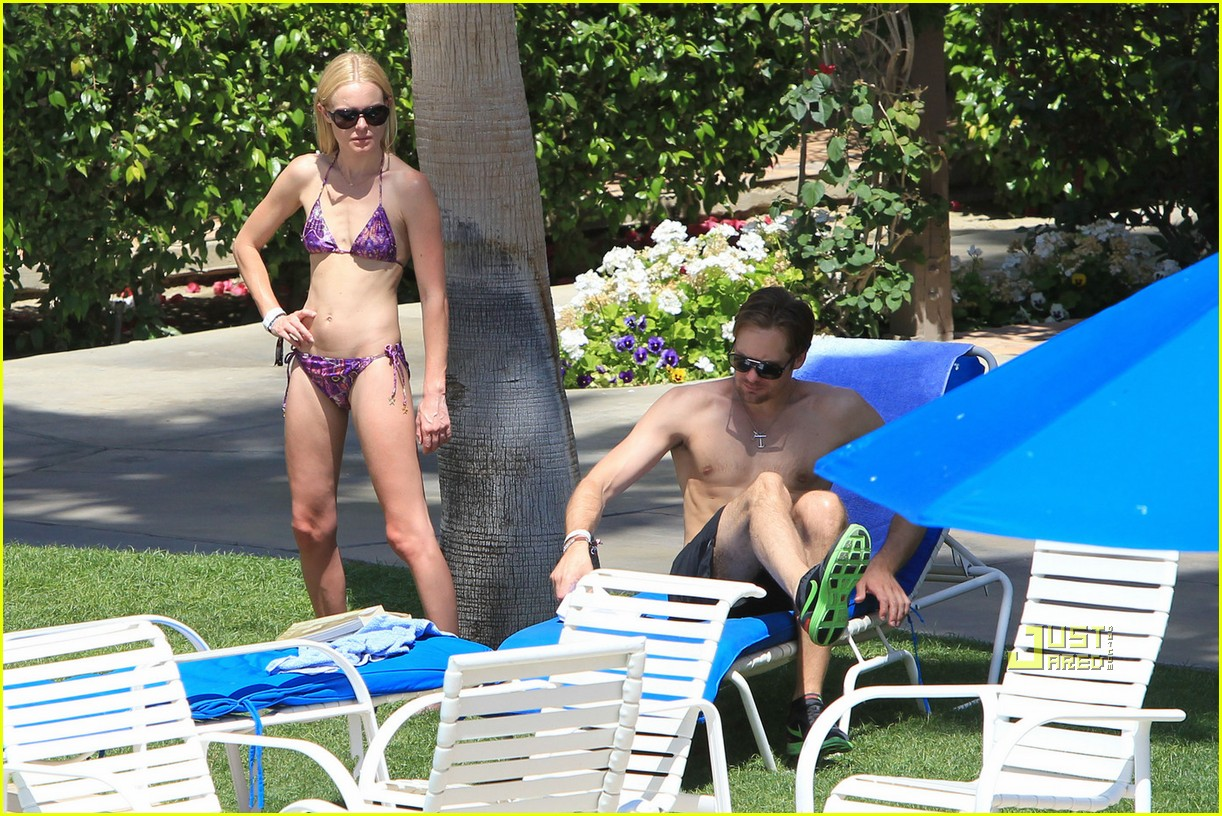 kate bosworth alexander skarsgard poolside pda 25