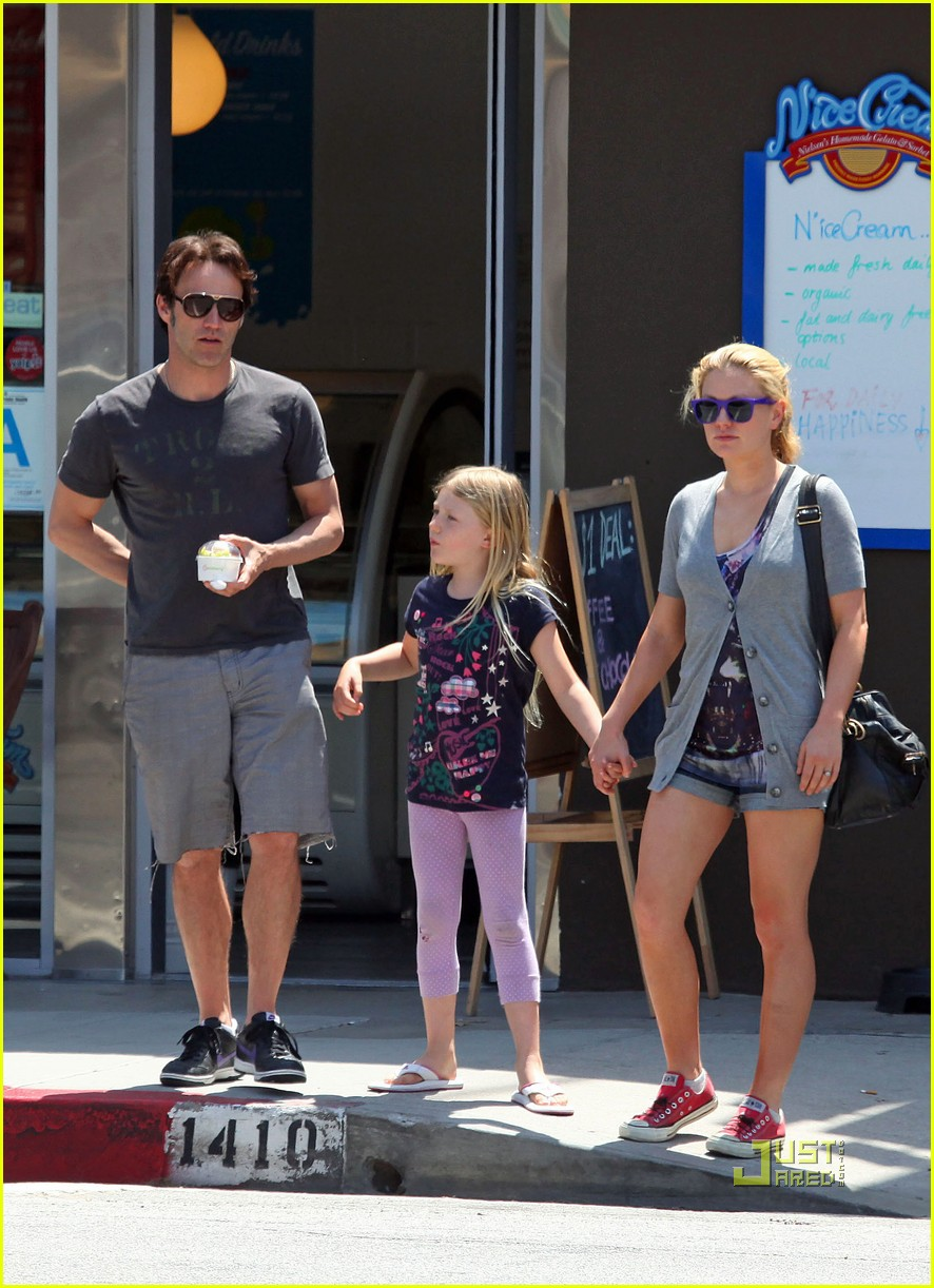 anna paquin stephen moyer lilac pinkberry 012445386