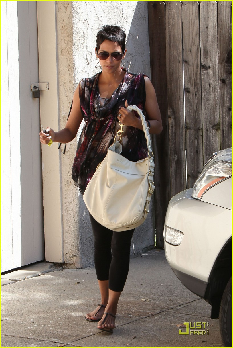halle berry friends forever 022439382