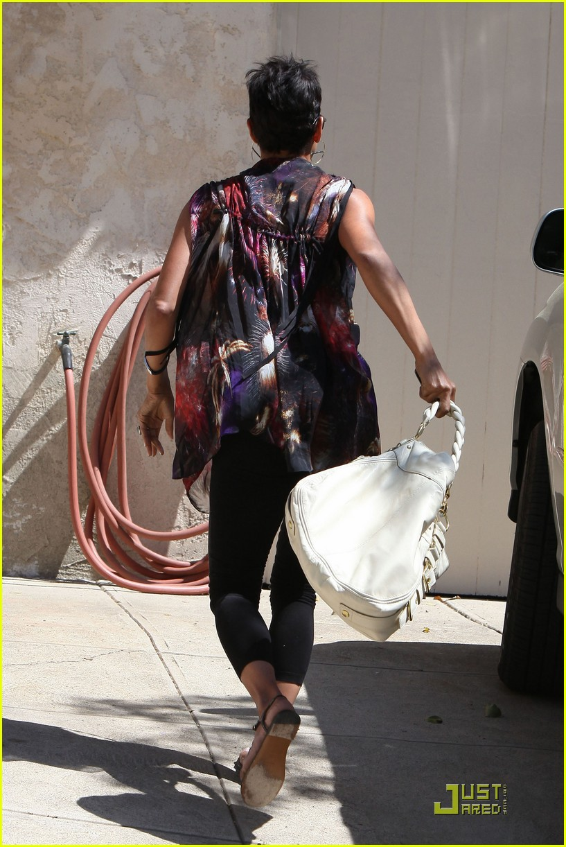 halle berry friends forever 052439385