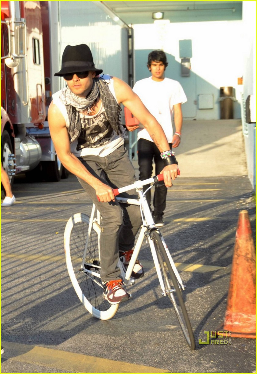 jared leto bicycle 142446462