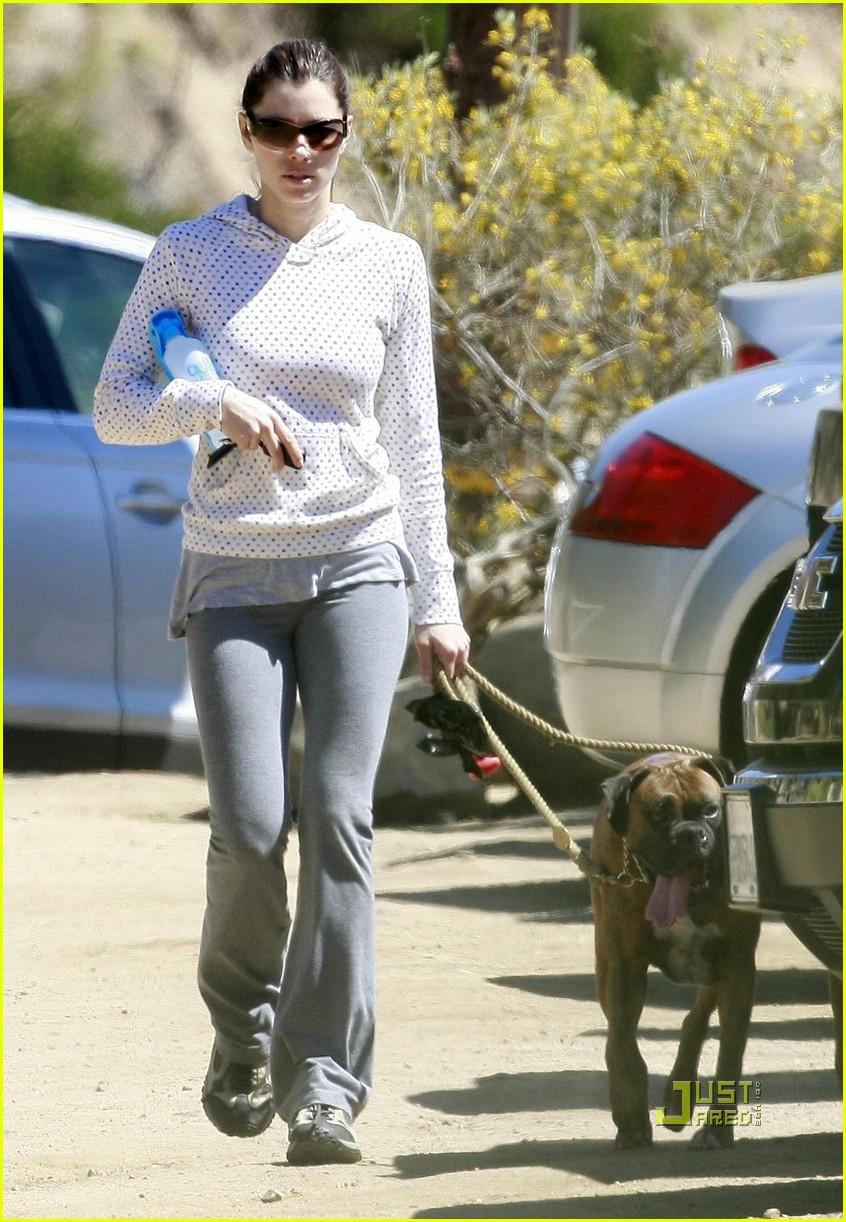 jessica biel walking dogs 07