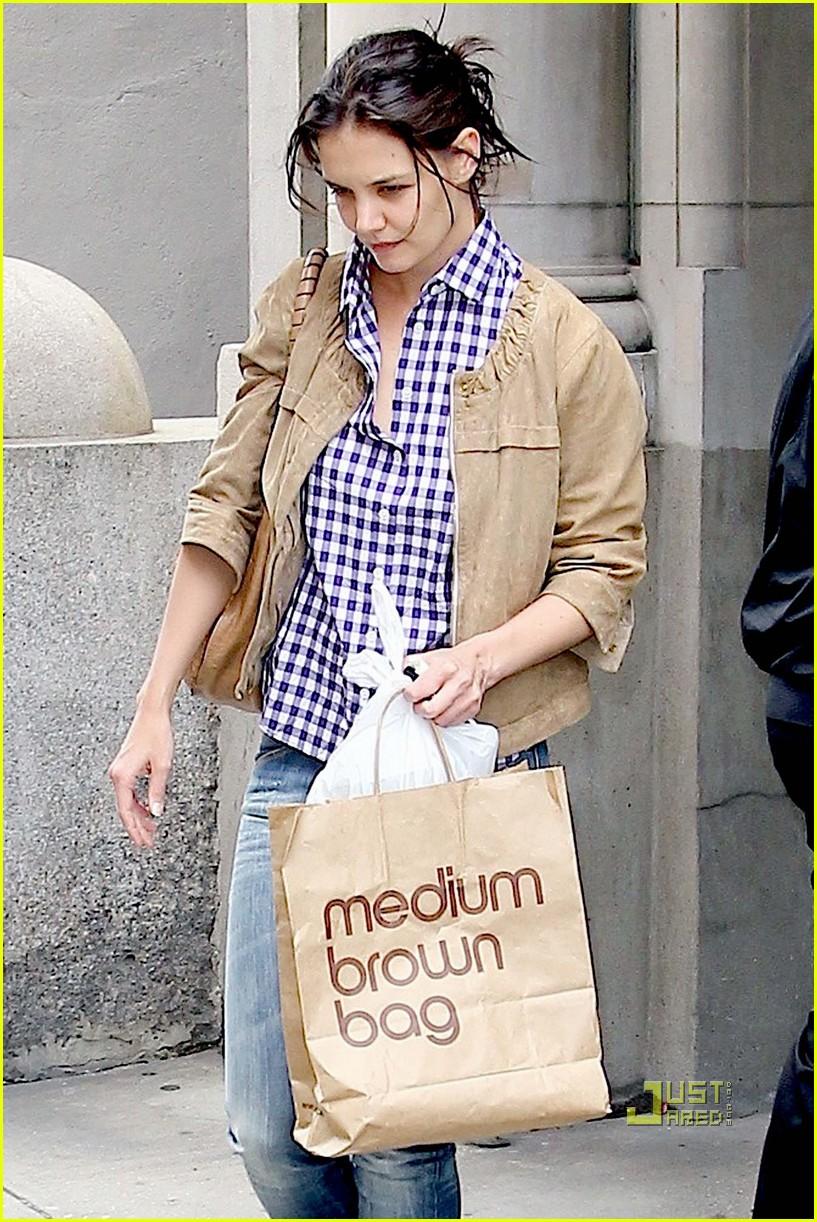 katie holmes new york city bloomingdales bag 03