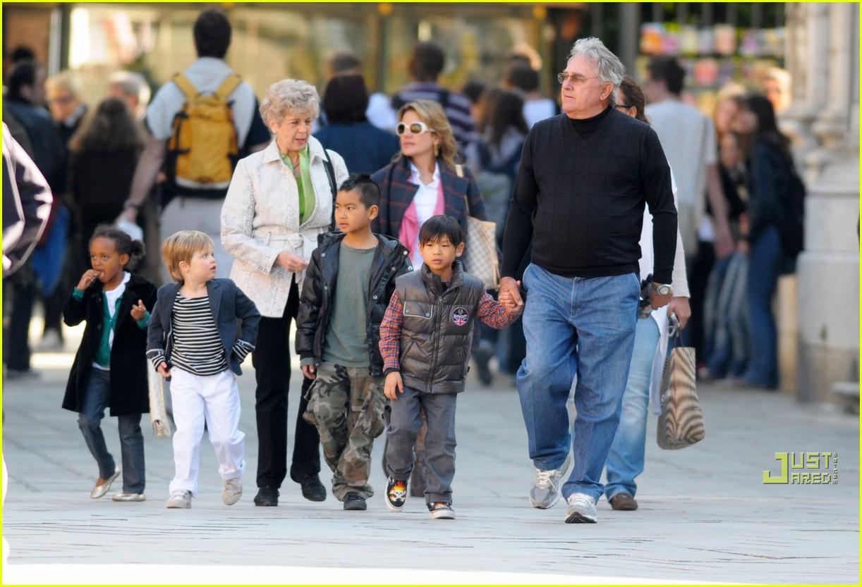 brad pitt parents 092442961