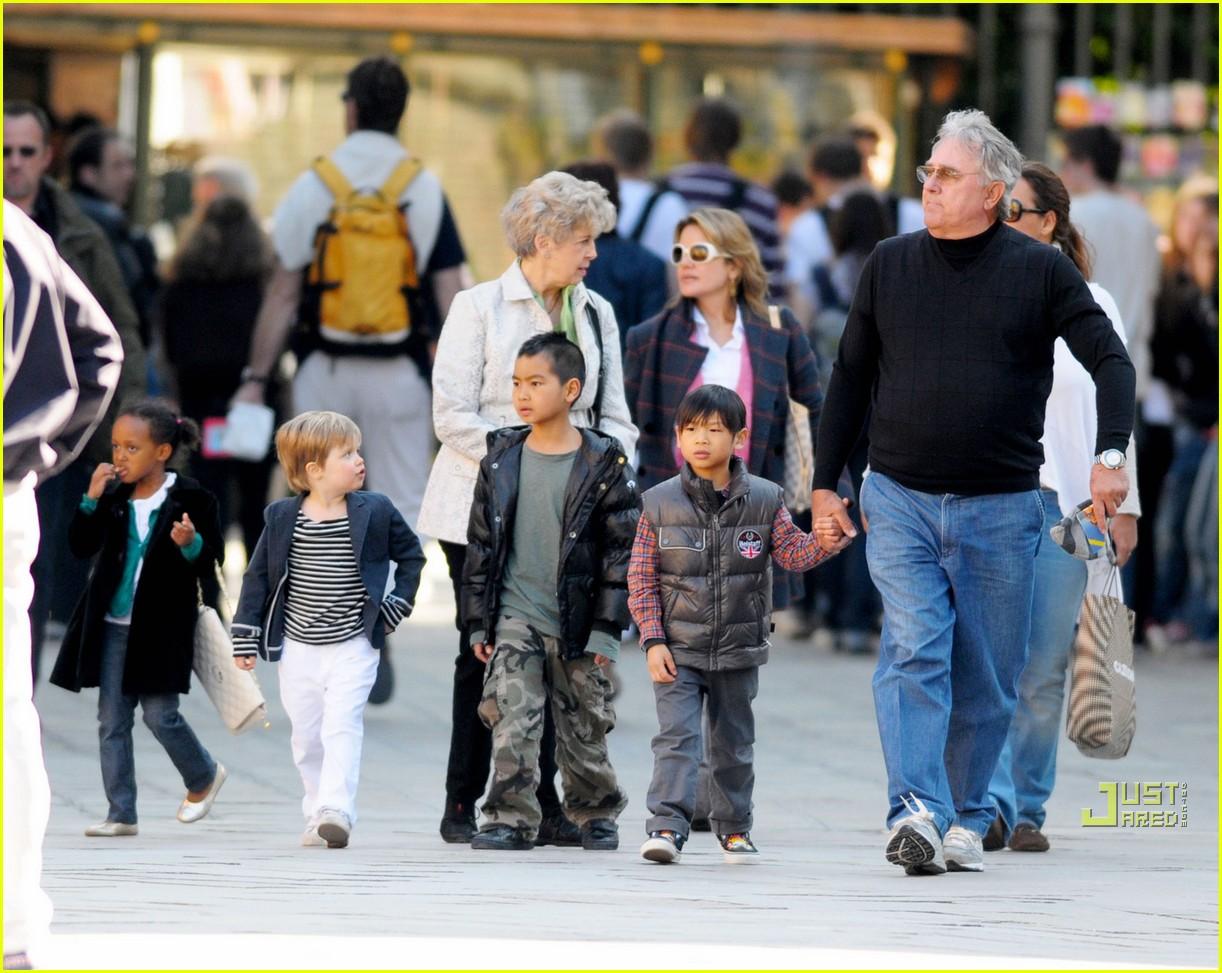 brad pitt parents 112442963