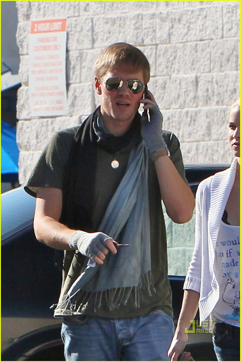 chad michael murray gas station 04