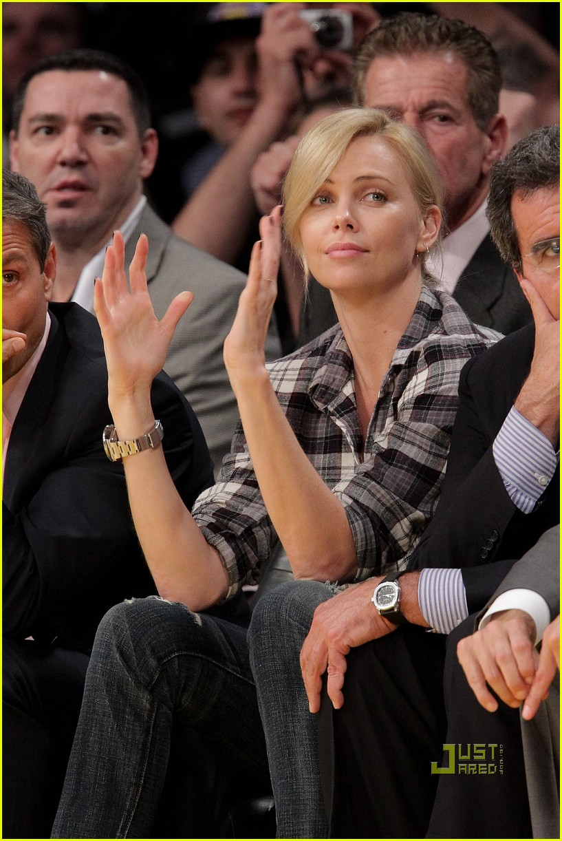 charlize theron gym lakers game 032444798