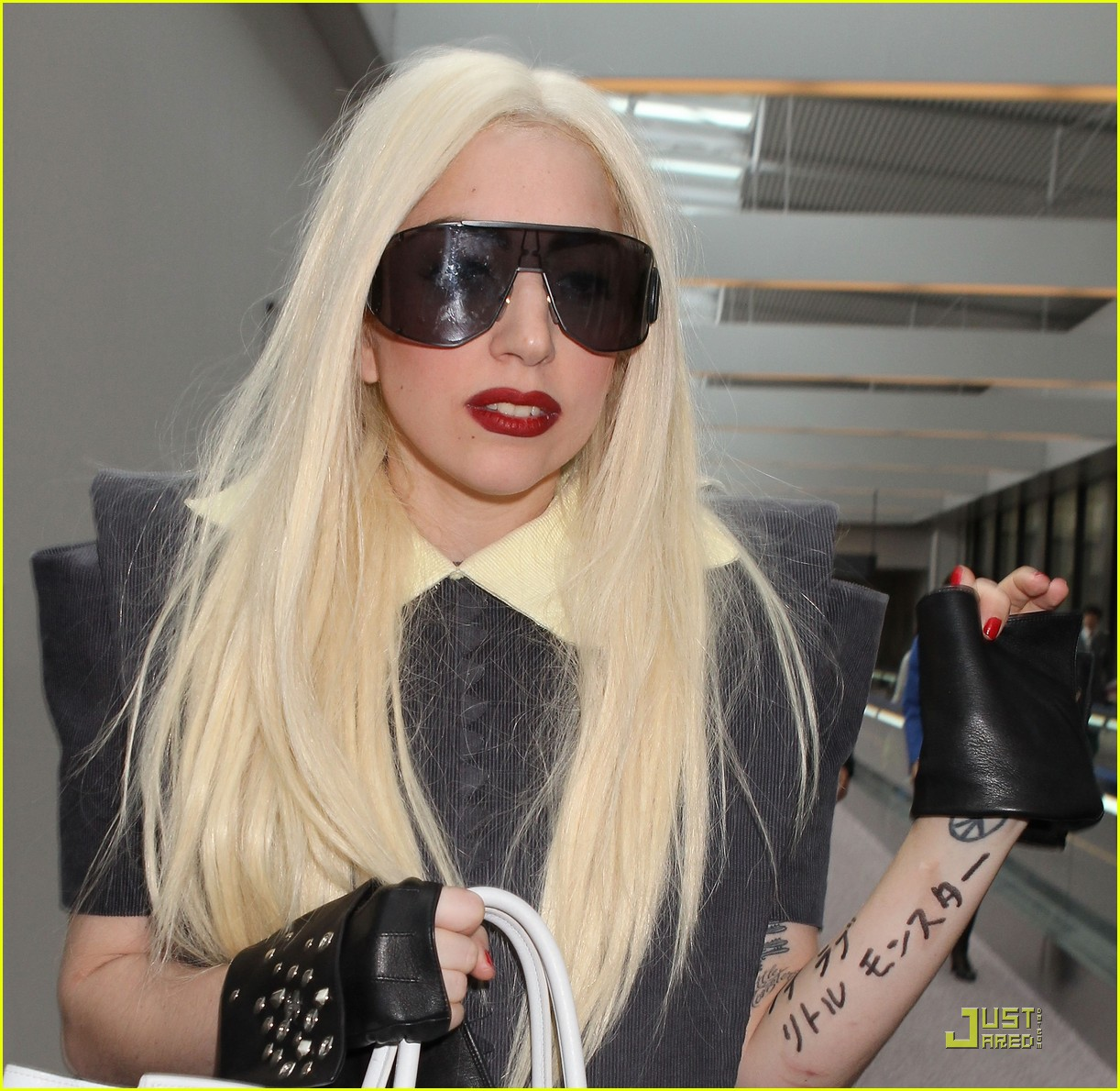 lady gaga is new to narita 012442091