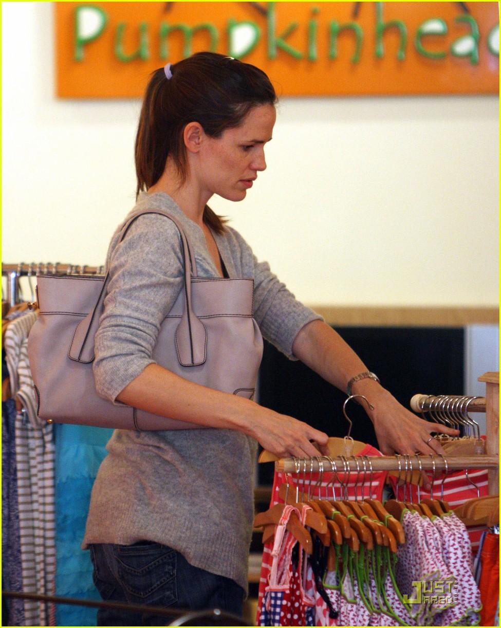 jennifer garner shopping girls 132439155