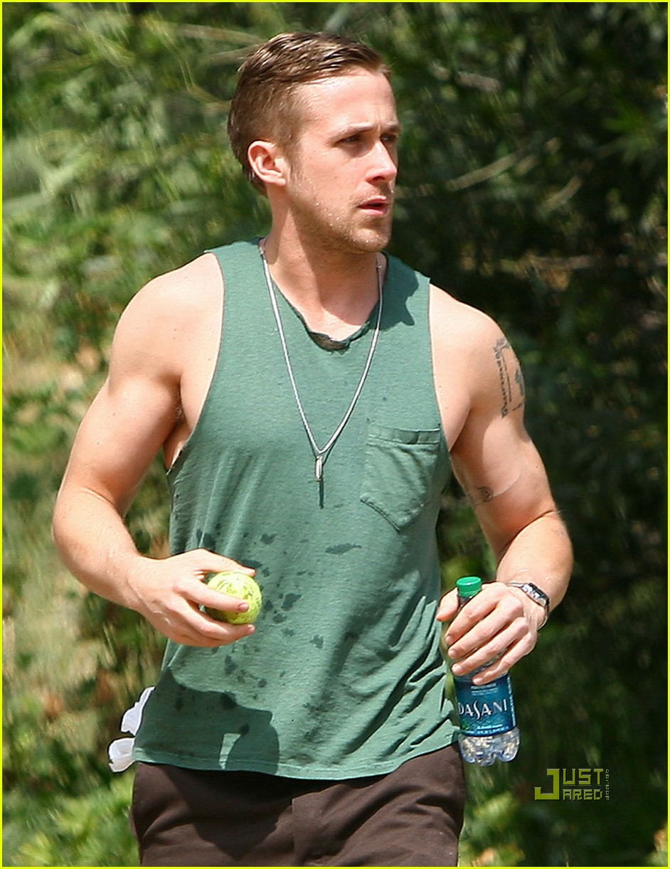 ryan gosling sleeveless dog 042439824