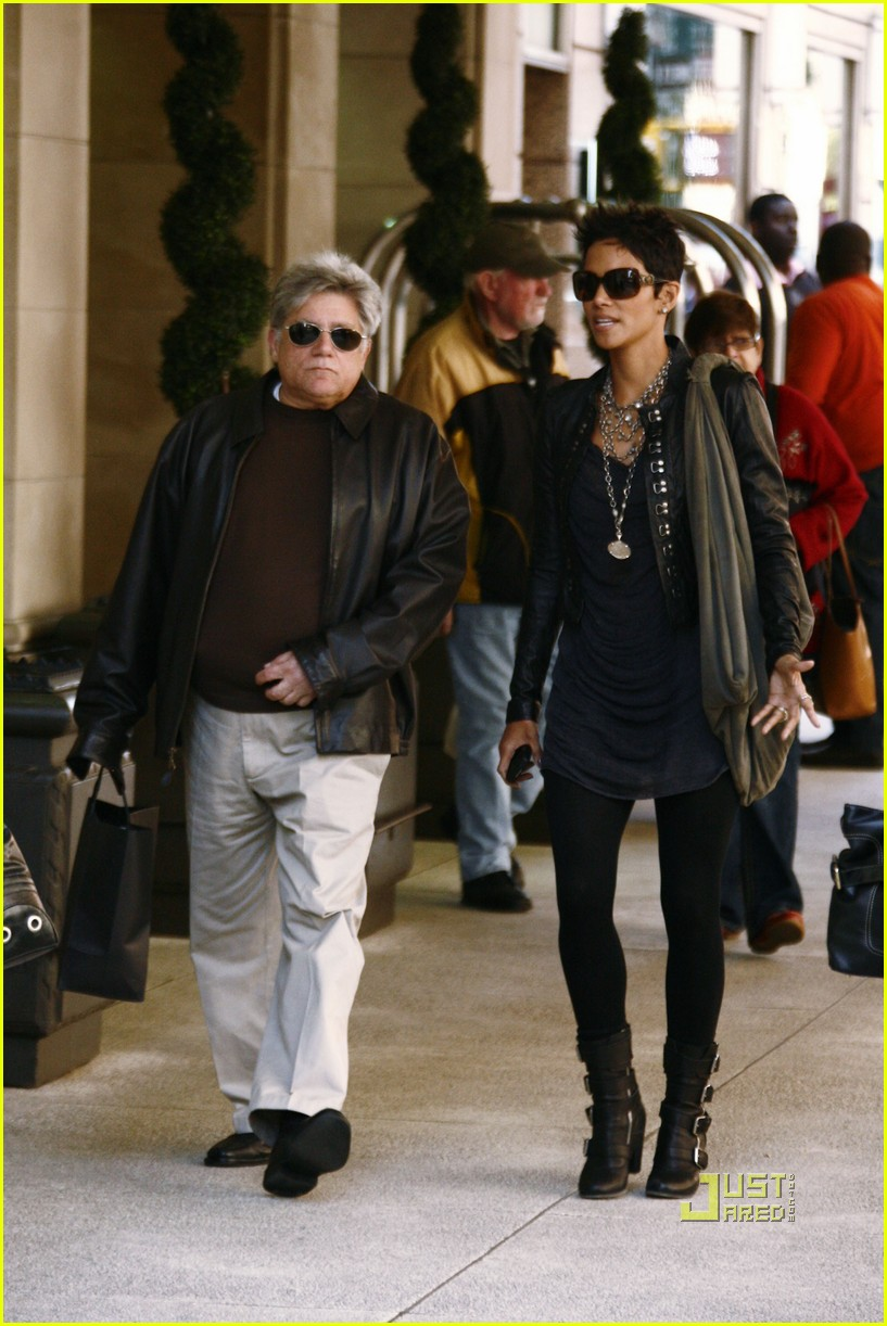 halle berry manager holding hands 162446650