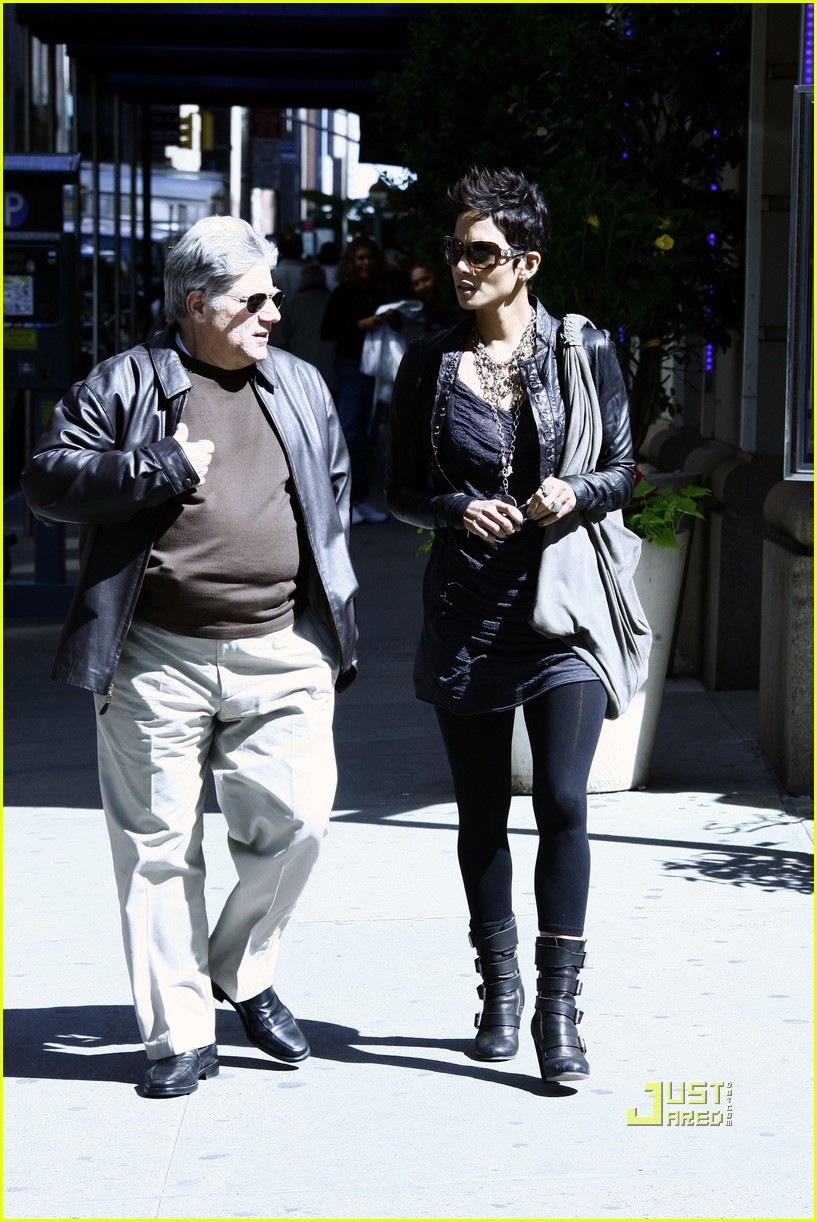 halle berry manager holding hands 192446653