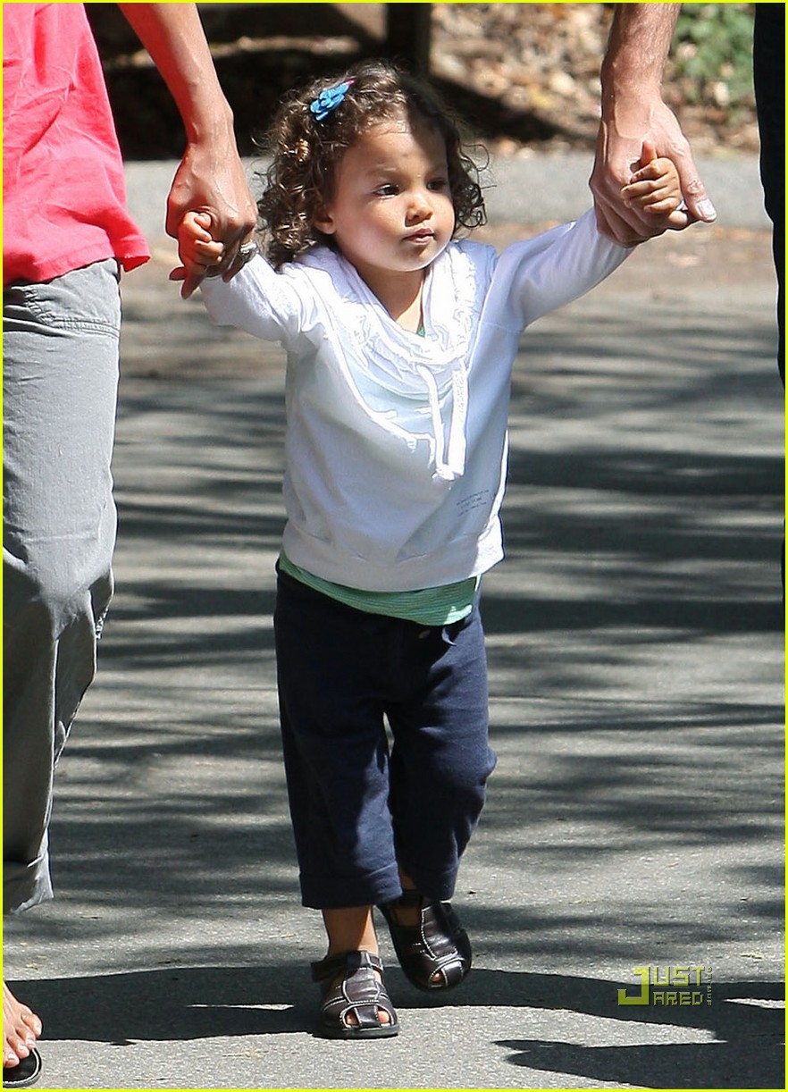 Halle Berry Gabriel Aubry Zoo Time With Nahla Photo 2440175