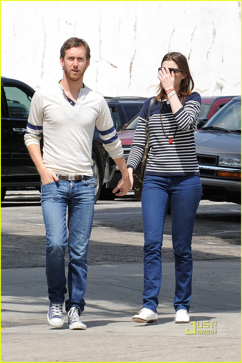 anne hathaway striped sweater lunch adam shulman 03