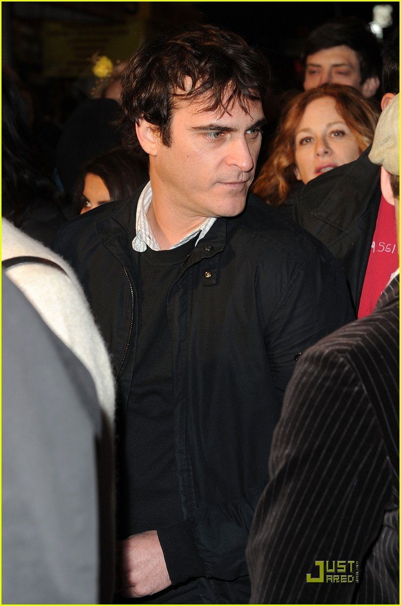 joaquin phoenix exit through the gift shop 03