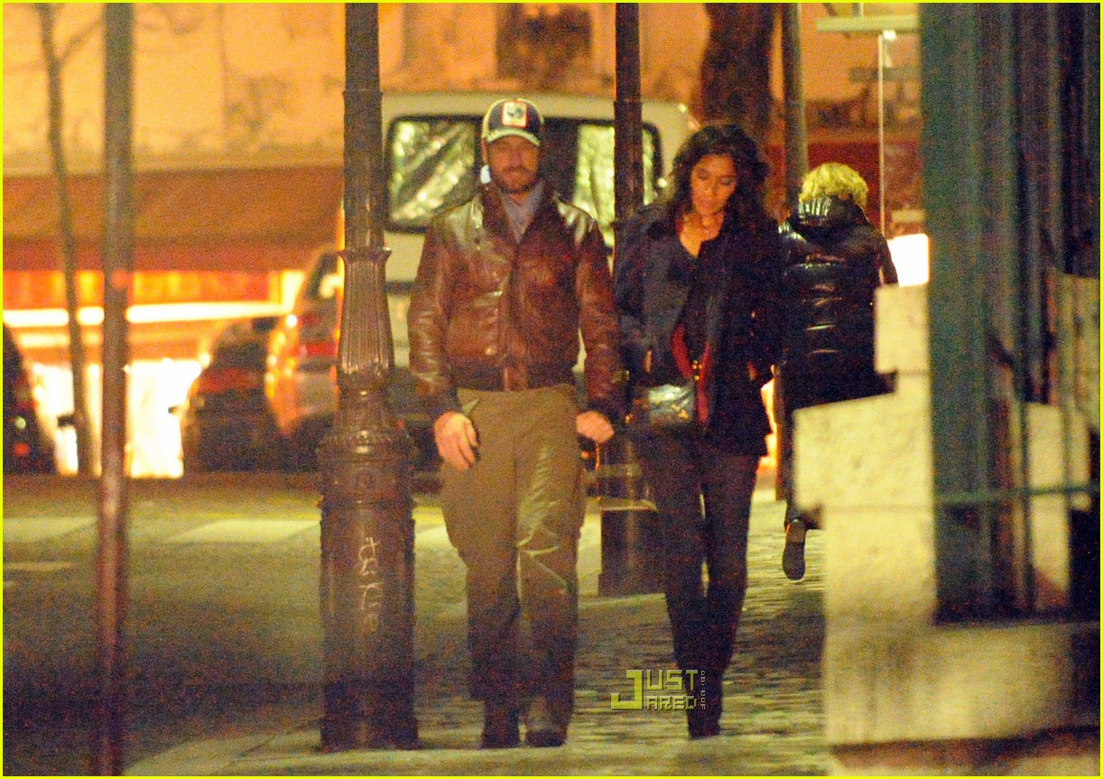gerard butler laurie cholewa date 27