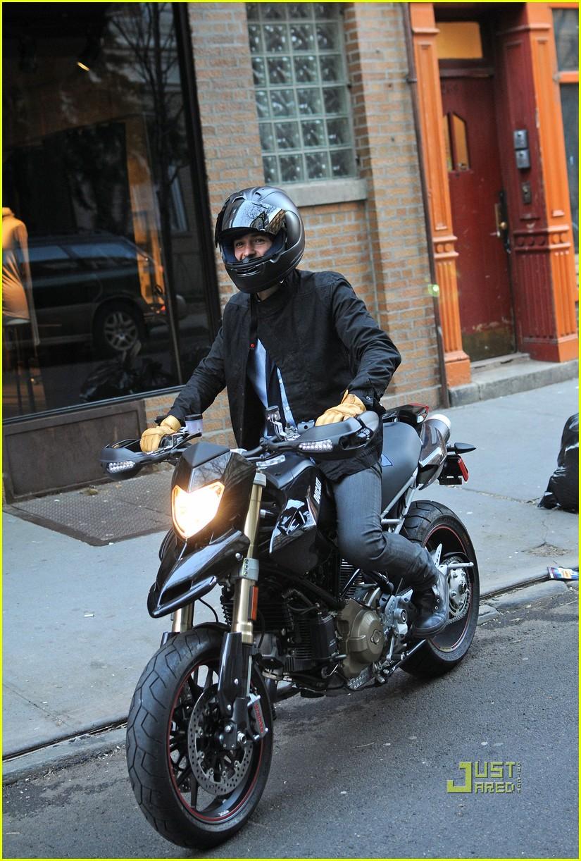 orlando bloom miranda kerr motorcycle 082439952